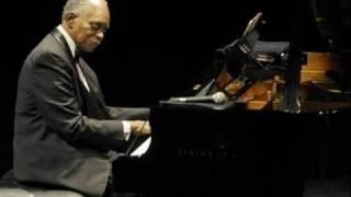 Hank Jones Trio 1979 ~ Bluesette