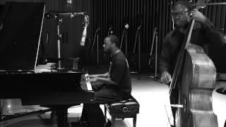 Robert Glasper - Golden Lady (1 Mic 1 Take)