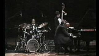 Oscar Peterson Trio - Kelly's Blues
